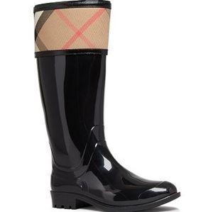 Burberry rain boots size 35